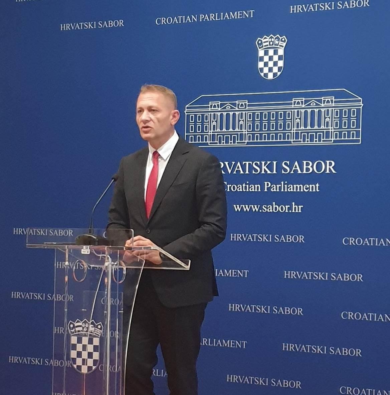 HSS   Krešo Beljak   Konferencija za medije ukidanje HRT pristojbe